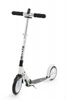 MICRO WHITE Interlock - Desarrollado especialmente para las necesidades de los adultos, este scooter es el más adecuado por sus ruedas extra grandes. Su estructura garantiza una postura ergonómica y agradable en cualquier trayecto por diferentes terrenos. ***NOVEDAD***Candado Integrado***