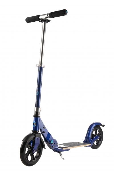 MICRO FLEX BLUE - Ideal para distancias largas. Gracias a sus ruedas de 200mm recorrerás grandes distancias en tiempos muy cortos. Además su plataforma de fibra de vidrio actuará a modo de suspensión para los baches. Se acabó el ir andando!!