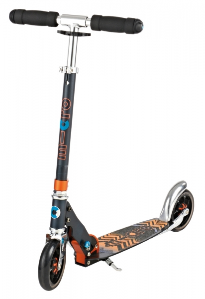 MICRO SPEED+ Negro - Combinación perfecta de diseño, comodidad y diversión. Plataforma ampliada, ruedas grandes de 145 mm con sistema de amortiguación patentado. Incorpora pata de cabra para mayor comodidad. Diseño tribal.