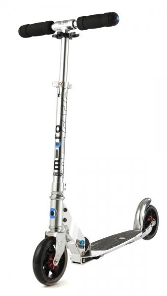 MICRO SPEED+ SILVER - Combinación perfecta de diseño, comodidad y diversión. Plataforma ampliada, ruedas grandes de 145 mm con sistema de amortiguación patentado. Incorpora pata de cabra para mayor comodidad. Diseño tribal.